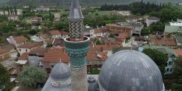 600 yıllık Yeşil Cami adını 12 bin parçalık minaresinden alıyor