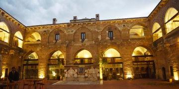 Tarihi Taşhan restore edilerek butik otele çevrildi