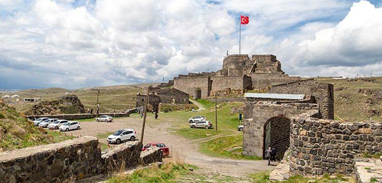 Kars'ın kaleleri kitaplaştı hamamları restore edildi