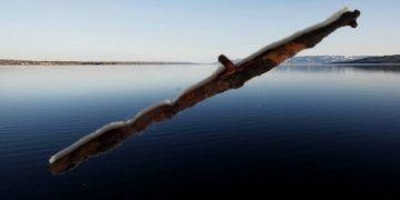 Norveçli dalgıçlar gölden 500 yıllık tarihi kılıç çıkarttı