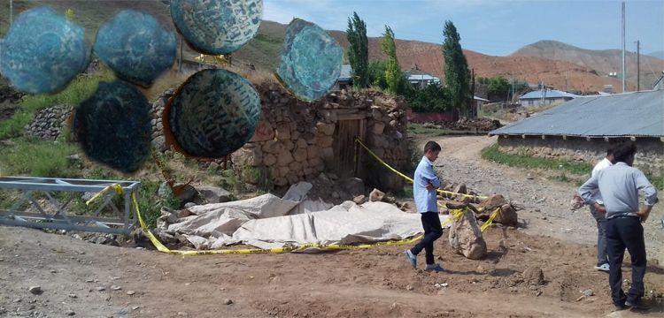 Direk için çukur kazarken 444 Bizans sikkesi buldular