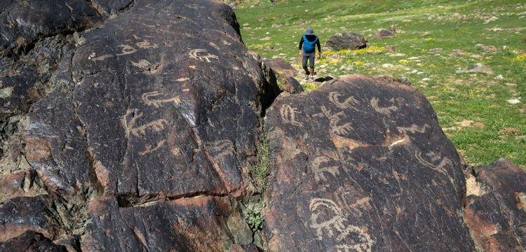 Cilo Dağındaki kara resimlerinin yaşı merak ediliyor