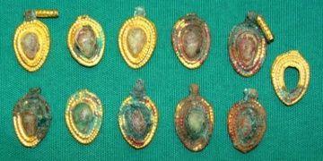 Azerbaycanda 4-5 bin yıllık mücevherler bulundu