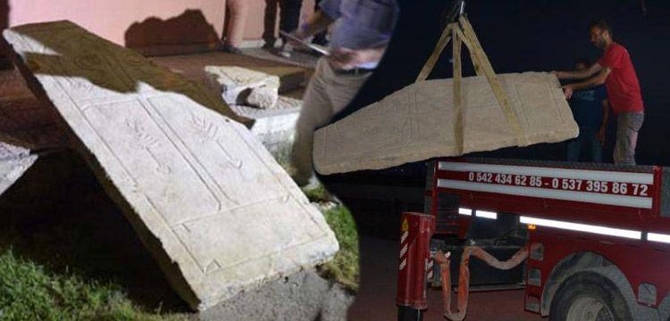 Konya'daki tarlada traktörün pulluğuna tarihi eser takıldı