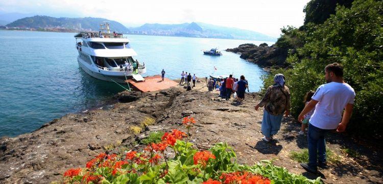 Giresun Adasına her yıl daha fazla turist geliyor