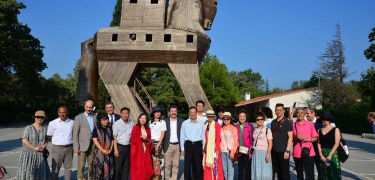 Çin Kültür ve Turizm Bakanı Troya antik kentini gezdi