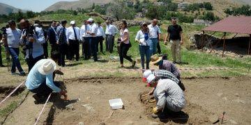 Bitlis Kalesinde arkeologlar yeniden kazıya başladı