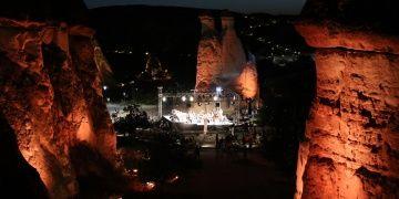 Peribacaları arasında senfonik müzik konseri