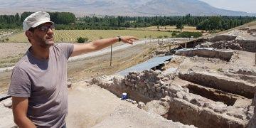 Arkeologlar Kınık Höyükte bir tapınak daha keşfettiler