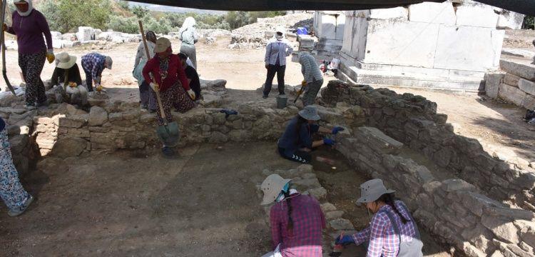 Arkeologlar aşırı sıcaklardan çadır bezlerine sığındılar