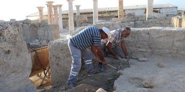 Prof. Dr. Celal Şimşek Laodikyada yaşayan arkeoloji parkı kurmak istiyor