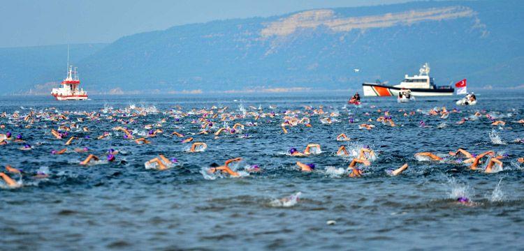 Troya Açık Su Yüzme Yarışında bini aşkın yüzücü kulaç attı