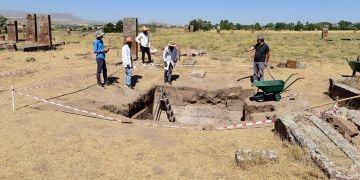 Ahlattaki Selçuklu oda mezarlarının gizemleri henüz çözülemedi