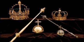 Sürat motorlu hırsızlar İsveç kral ve kraliçesinin 400 yıllık taçlarını çaldı
