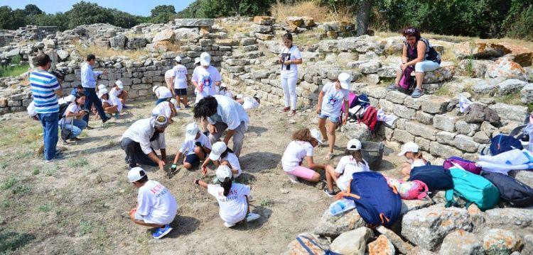 İÇDAŞ'ın minik arkeologlarının eğitimleri sürüyor