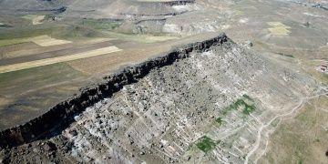 Ağrının kayalara oyulmuş antik kenti: Meya Mağaraları