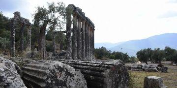 Euromos Antik Kentinde 7 lahit mezar bulundu