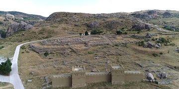 Hattuşa antik kenti ve Yazılıkaya Açık Hava Tapınağı turistleri bekliyor