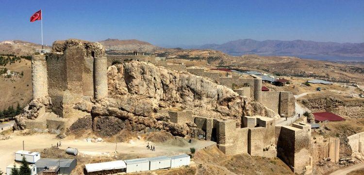Harput'a hafta sonları 9 bine yakın araç giriş yapıyor