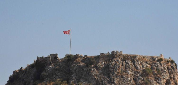 Beçin Kalesinde arkeoloji kazıları ve restorasyon sürüyor