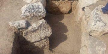 Karabağda 2100 yıllık çömlek mezar bulundu