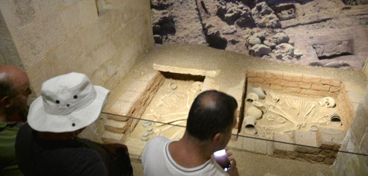 8200 yıllık aşıklar Mardin Müzesi'nde sergileniyor