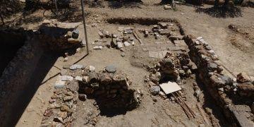 Antandros Antik Kenti kazılarında 2 mezar yeri keşfedildi