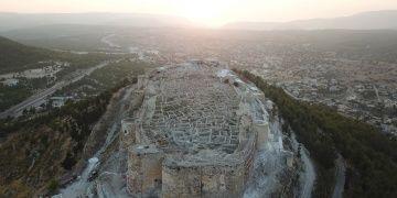 Silifke kalesinde arkeoloji kazıları ve restorasyon sürüyor