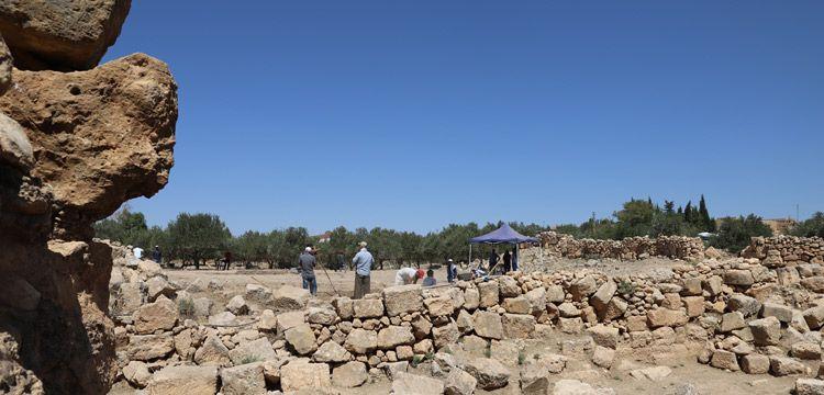 Arkeologlar Dara Antik Kenti surlarını arıyor