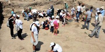 30 minik arkeolog arkeoloji yaz okulundan mezun oldu