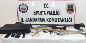 Ispartada biri 16 yaşında 4 defineci suçüstü yakalandı