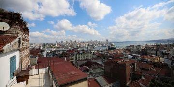 Tahtakaleye adını veren Bizans kalesinin burcu şimdi atölye