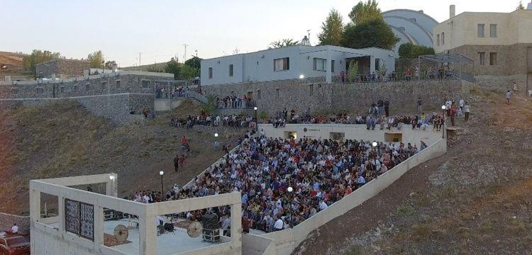 Baksı Müzesi'nin Şair Zihni amfi tiyatrosu görkemli konserle açıldı