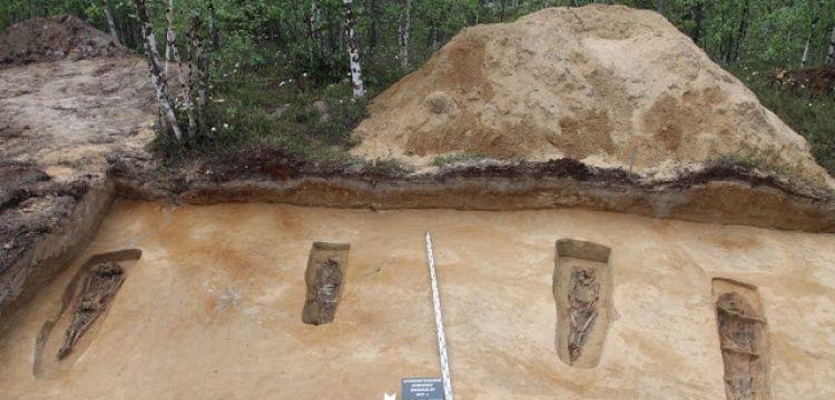Batı Sibirya'da 13. yüzyıla ait 6 mezar bulundu