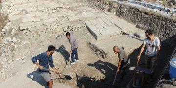 Balıkesirde 2 kez yangın geçirmiş 2700 yıllık Lydia mutfağı bulundu