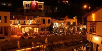 Konyanın 5 bin yıllık turizm merkezi Sille akşamları ile gündemde