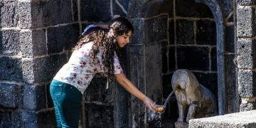 130 yıllık Aslanlı çeşmeden 30 yıl sonra su aktı