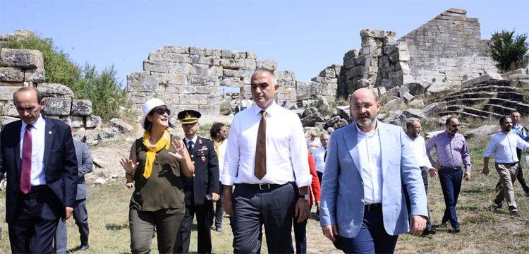 Bakan Ersoy: Tüm arkeoloji kazılarını yerli arkeologlar yapmalı