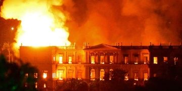 Brezilyada Rio de Janerio Ulusal Müzesinde yangın çıktı