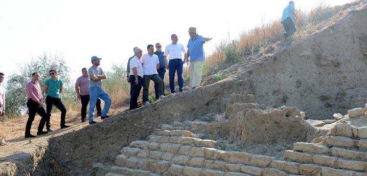 Maydos'ta 4 bin yıllık testere dişi şekilli sur duvarı bulundu