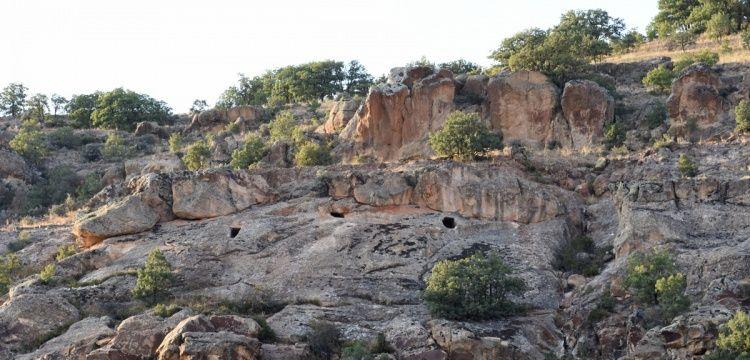 Kırıkkale'nin 2 bin yıllık kaya mezarları ziyaretçileri bekliyor