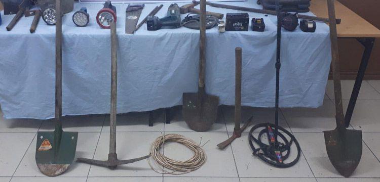 Akseki'de suçüstü yakalanan 2 defineciden biri tutuklandı