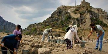 Haşena Kalesi arkeoloji kazılarında 6 asırlık caminin kalıntıları bulundu