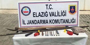 Elazığda 10 defineci kaçak kazı yaparken yakalandı
