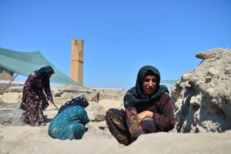 Harranlı kadınlar arkeoloji kazılarında çalışmaktan mutlu