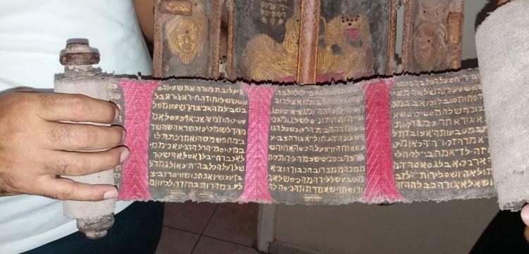 Adana'da içinde İbranice rulo bulunan ahşap obje yakalandı
