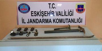 Eskişehirde kaçak kazı yapan 8 defineci yakalandı
