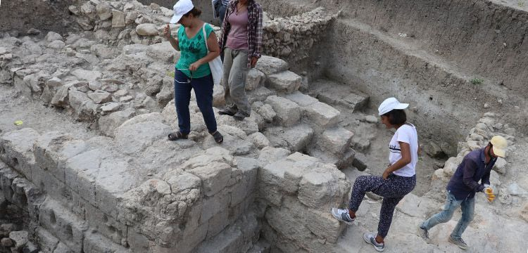 Sirkeli Höyük surlarında 2.900 yıllık saldırı izleri bulundu