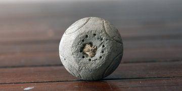 Çanakkalede 4 bin yıllık kemik saplı ağırşak bulundu