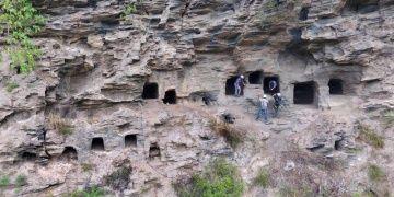 Çinde 37 antik kaya mezarı keşfedildi